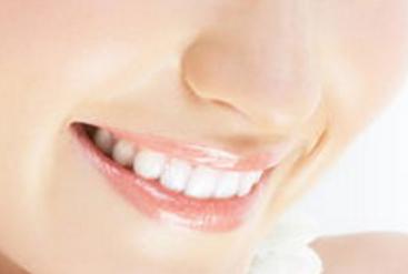 """黄金烤瓷牙的费用贵吗 牙齿美容 """"绽放""""迷人微笑"""