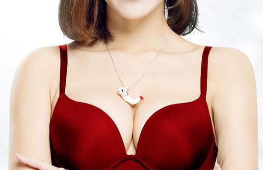 利用女性腰、腹、臀部位吸脂 填充隆胸打造饱满乳房