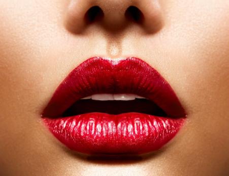 塑造性感红唇 就选胶原蛋白丰唇