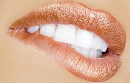 纹唇整形的适应症 女人看起来更具诱惑力