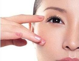 玻尿酸去黑眼圈手术过程 摆脱黑眼圈的困扰