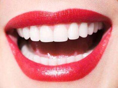广州荔湾区人民医院美容整形科专家:钴铬合金烤瓷牙危害