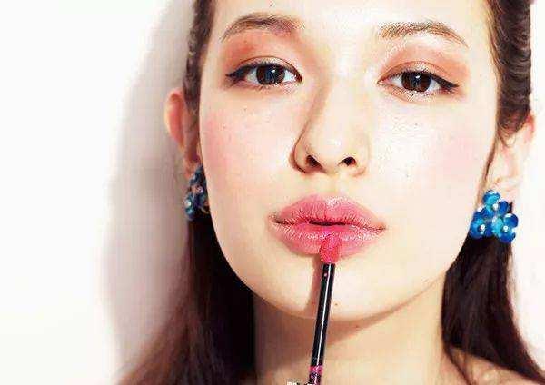 厚唇并不是丰满 你的唇部标准如何呢