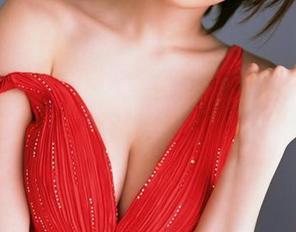 平胸的因素有哪些 假体隆胸的材料该怎么样选择