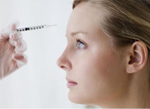 不甘让自己的额头平平淡淡 玻尿酸丰额头能保持多久