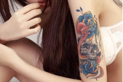 洗掉年轻时的幼稚信仰 激光洗纹身的原理是什么