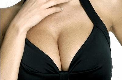 女性胸部大而挺才完美 乳房下垂矫正术价格是多少