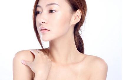颈部的皱纹也需要改善 爱贝芙祛除颈纹的优点有什么