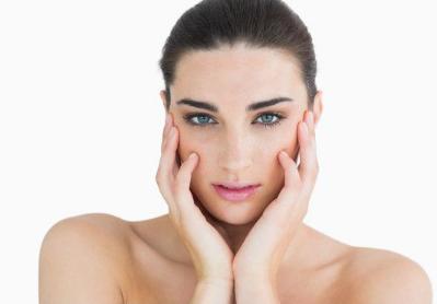 如何让自己下巴翘 假体隆下巴的优势有哪些