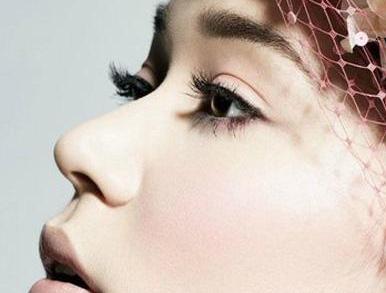 歪鼻矫正的不单单只是面相而已 矫正美丽桥梁从选择它开始