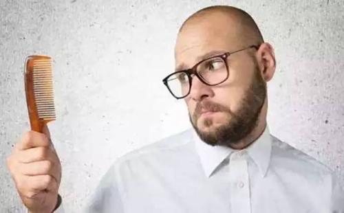 秃顶往往都是由于什么造成的呢 植发术后会出现哪些危害呢