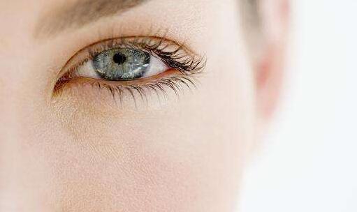 激光割双眼皮的效果怎么样呢 手术存在什么风险呢
