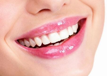 成人正畸的优缺点有哪些呢 让牙齿不再一路到黑