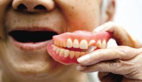 活动假牙的优势有哪些呢 存在着什么风险呢