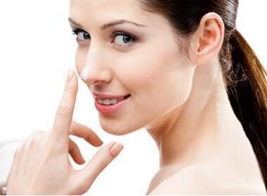 经常捏鼻子会使鼻梁变高吗 宁夏假体隆鼻价格是多少