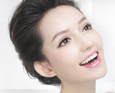 昆明明美医学经络美容整形科做上眼脸手术有没有风险呢