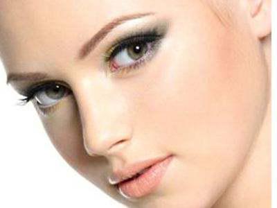 眼睛上睑下垂矫正手术价格大概多少 眼睑下垂矫正留疤吗