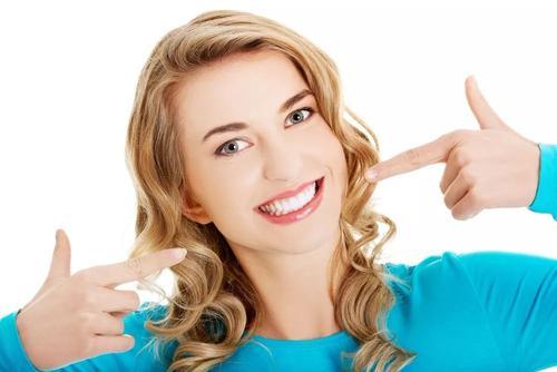 美容冠牙科整形有哪些优势 哪些人群适合做美容冠