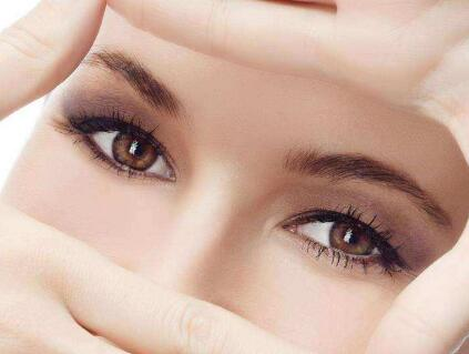 汕头中心医院整形科去眼袋手术后遗症有哪些 如何避免