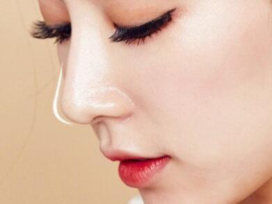 鼻翼变大怎么缩小 大连何医生鼻整形医院鼻翼缩小会留疤吗
