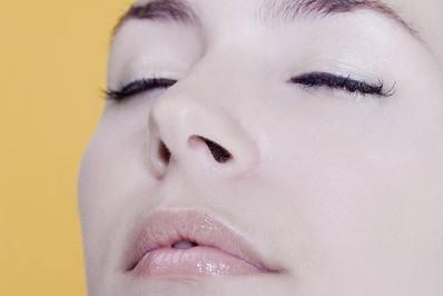 鼻子歪怎么办 桂林新华美容整形医院鼻部手术口碑好吗