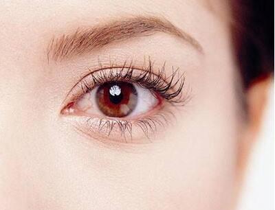 眼睛下面出现细纹 眼美容到武汉涵美