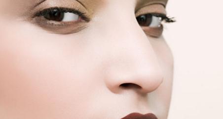 假体隆鼻用什么材料好 抚顺阳光整形医院隆鼻多少钱