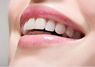 北京口腔医院医疗整形科隐形<font color=red>牙齿矫正</font> 无形中的美丽蜕变