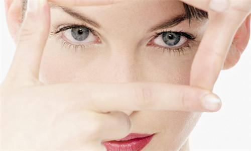 上眼皮抽脂整容手术费用高吗   抽脂整容手术会不会留疤