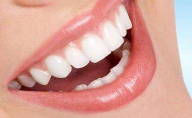 牙齿矫正多少岁合适 玉溪左医生整形医院还你一个整齐的牙