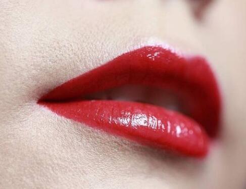 嘴唇脱毛哪种方法好 郑州菲林整形医院<font color=red>激光脱毛优势</font>