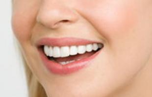 全瓷牙修复的优势 青岛庞东剑整形医院<font color=red>烤瓷牙</font>效果如何