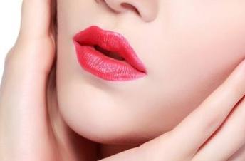 半永久纹唇多久能洗脸 珠海九龙国际整形纹唇有风险吗