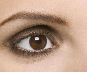 泪沟型黑眼圈怎么去掉 泰安肥城中医院整形科激光去黑眼圈