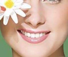 天津爱齿口腔医院全瓷牙价格 从此摆脱牙龈黑线
