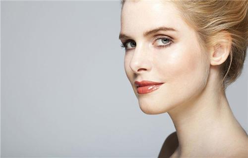 假体隆鼻怎么进行 硅胶隆鼻需要多少钱