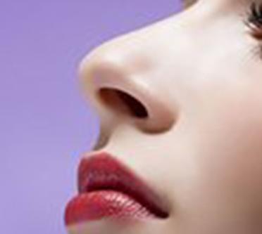 假体隆鼻要花多少钱 成都忠爱美容整形医院隆鼻安全吗