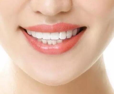 哪家医院口腔科<font color=red>牙齿矫正</font>比较好 地包天矫正价格是多少