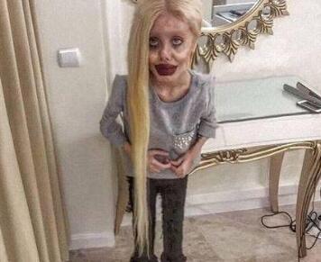 萨哈尔痴迷偶像安吉丽娜朱莉 整容后被网友称:活见鬼了
