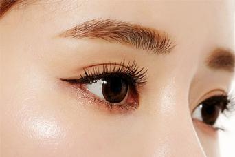 郑州管城中医院美容科激光祛眼部皱纹 跟皱纹说拜拜