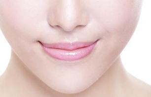 如何使纹唇效果自然 南宁达美整形医院纹唇价格贵吗