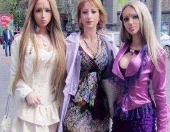 国外真人芭比家庭 母女三人整容爆红网络