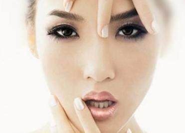 重庆做面部整形多少钱 轻松打造小V脸