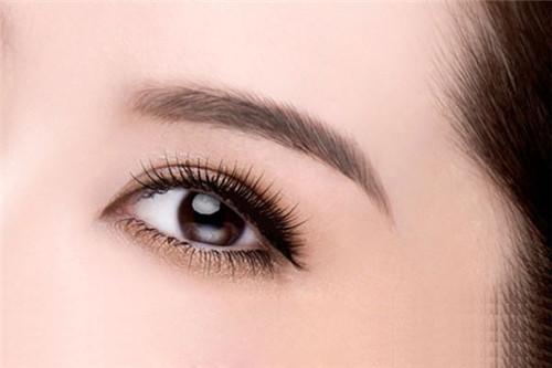 大连艺星整形医院激光祛眼袋 眼睛明媚更动人