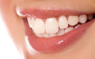 荆州第三人民医院口腔科美容冠牙齿矫正和烤瓷牙的区别