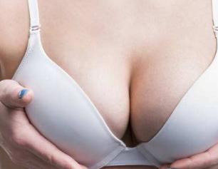 为什么乳房会下垂 大连董萍整形医院乳房下垂矫正方法