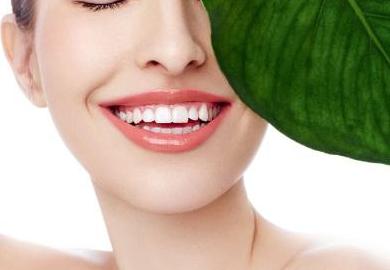 北京口腔医院排名 烤瓷牙修复牙齿畸形露出自信笑容