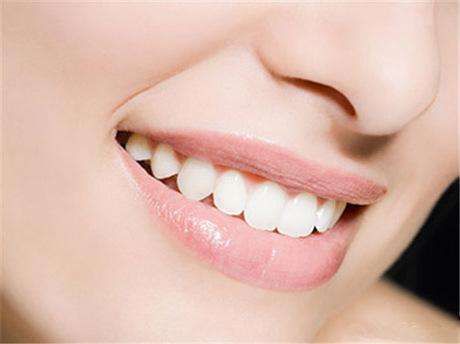 天津欢乐口腔门诊部牙齿矫正多少钱 牙齿矫正会影响骨骼吗