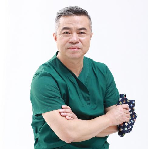 假体隆胸安全吗 广州军美专家王世虎专亲诊 专注隆胸三十年