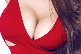 假体隆胸的切口在哪 合肥禾丽整形医院隆胸 自然丰满傲人